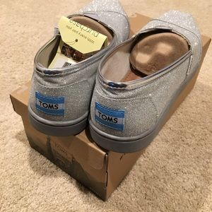 NEW TOMS, youth 4 silver